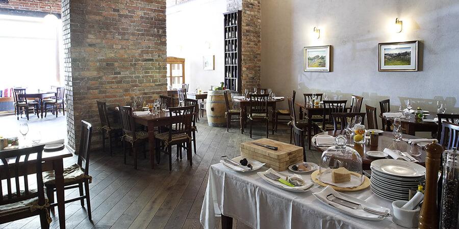 מסעדה ובית קפה איטלקי בפראג ברמה גבהה - לה פינסטרה אין צ'וצ'ינה