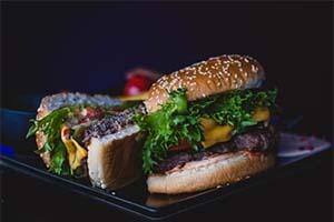 איפה לאכול המבורגר בפראג