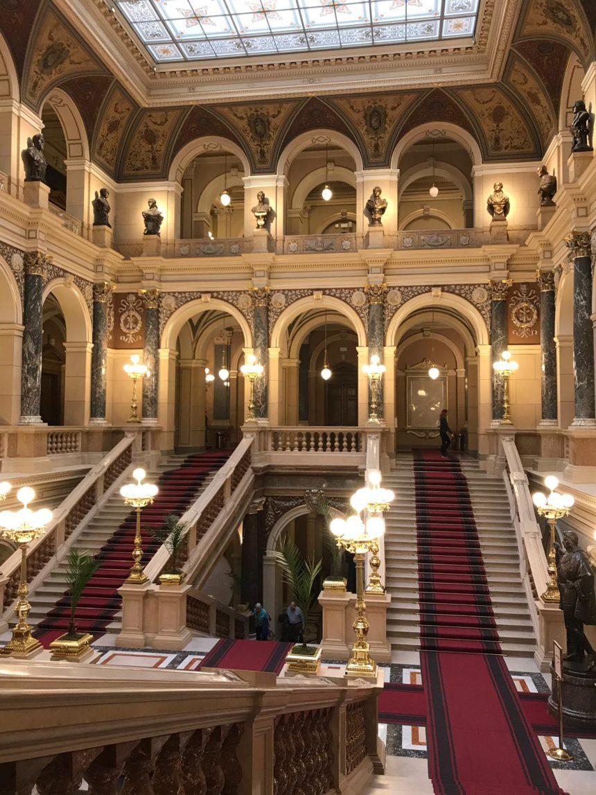 prague_national_museum_inside